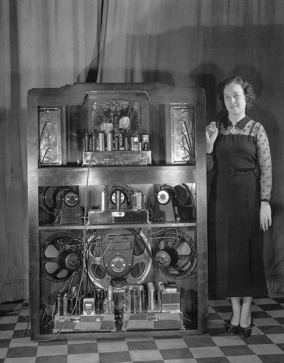 The Colossus Of Radio Nuts Volts Magazine 1929 Rca Theremin Vintage Wiring Diagram Binatanicom